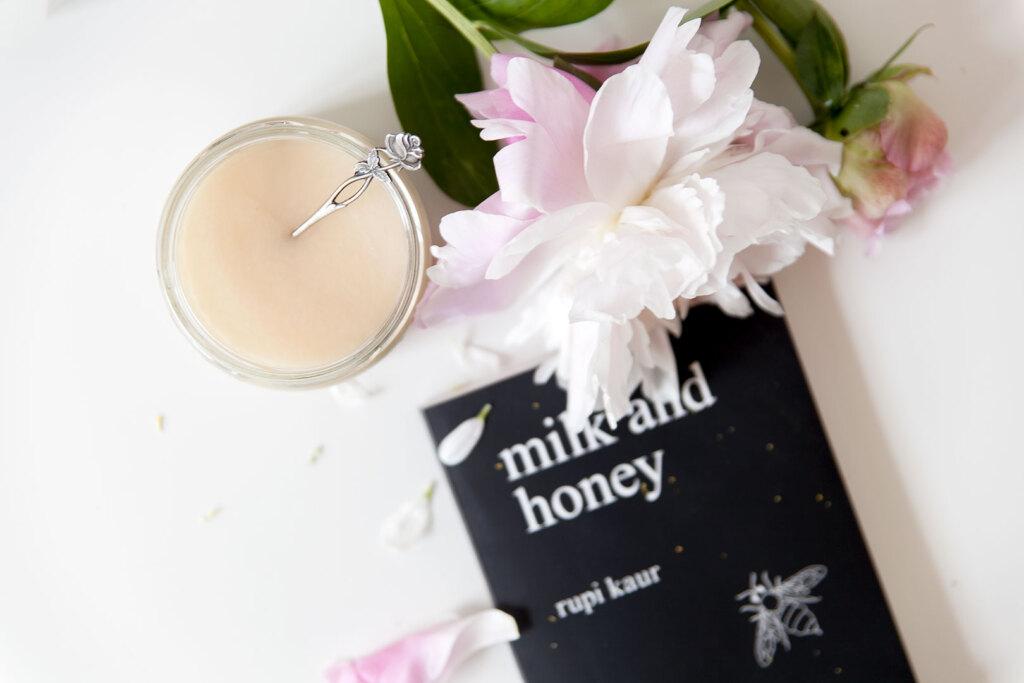 Hello honey hunajapurkki ja valkoinen pioni